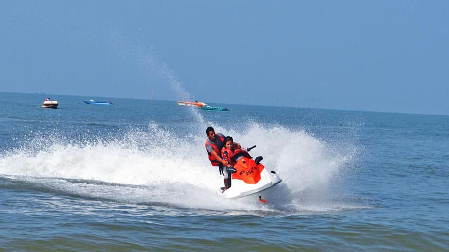 10-most-popular-water-sports-in-goa-jet-skiing