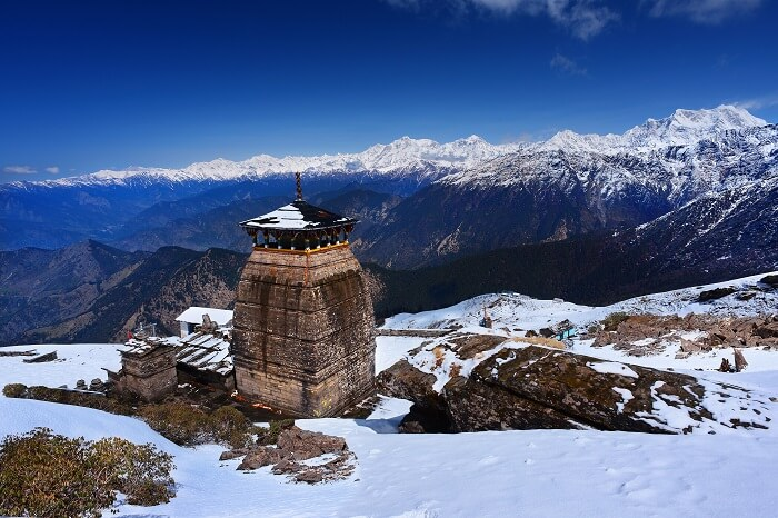 A-winter-snap-of-the-snowcapped-Himalayas-and-the-Tungnath-Temple-in-Chopta